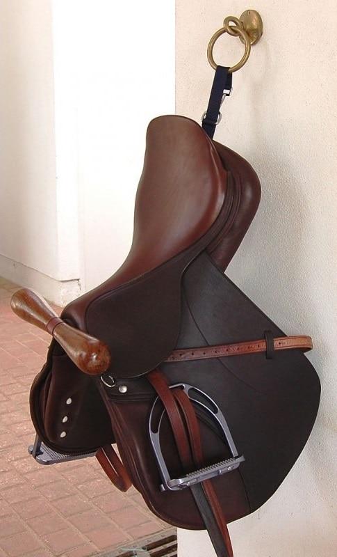 Saddle hanger, portable