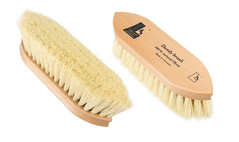 Flick brush, natural fibres