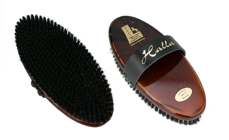 Halla grooming brush