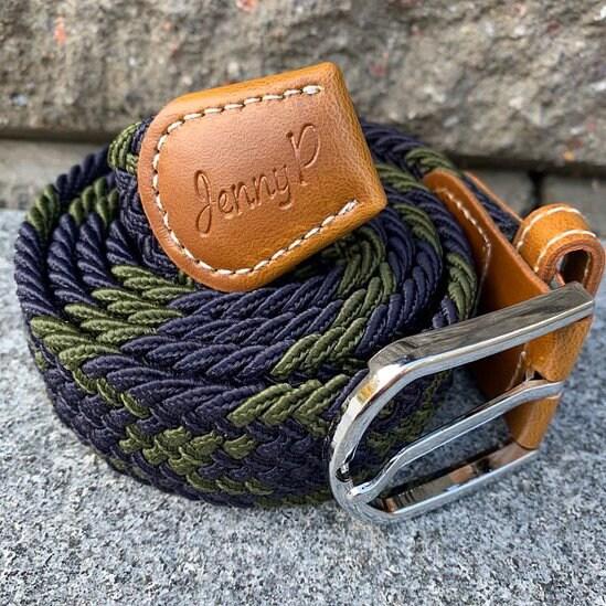 Marin och grönmelerat elastiskt skärp med bruna läderdetaljer från Jenny P Hogsta Ridsport.