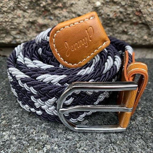 Silver och mörkblåmelerat elastiskt skärp med bruna läderdetaljer från Jenny P Hogsta Ridsport.