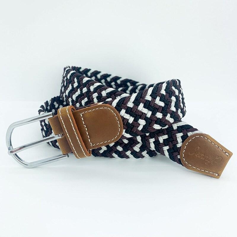 Elastiskt skärp i svart, brunt och vitt med bruna läderdetaljer från Jenny P. Hogsta Ridsport.