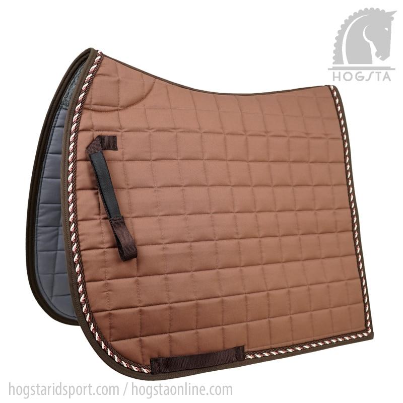 Ljusbrunt dressyrschabrak med passpoal i mörkbrunt, creme och koppar från Mias Hogsta Ridsport.
